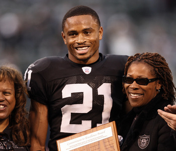 Oakland corner back Nnamdi Asomugha received the 2006 Oakland Raiders Commitment to Excellence Award as the Kansas City Chiefs defeated the Oakland Raiders by a score of 20 to 9 at McAfee Coliseum, Oakland, California, December 23, 2006. (Photo by Robert