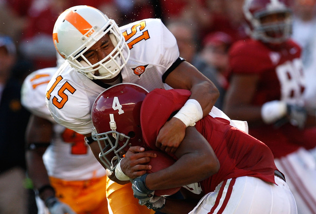 TUSCALOOSA, AL - OCTOBER 24:  Marquis Maze #4 of the Alabama Crimson Tide pulls in this reception against Janzen Jackson #15 of the Tennessee Volunteers at Bryant-Denny Stadium on October 24, 2009 in Tuscaloosa, Alabama.  (Photo by Kevin C. Cox/Getty Imag