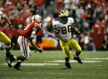 SAN ANTONIO - DECEMBER 28:  Running back Mike Hart #20 of the Michigan Wolverines carries the ball against the Nebraska Cornhuskers during the MasterCard Alamo Bowl on December 28, 2005 at the Alamodome in San Antonio, Texas.  The Huskers won 32-28.  (Pho