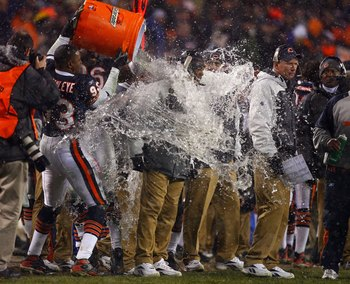 CHICAGO - JANUARY 21:  Head coach Lovie Smith of the Chicago Bears receives a Gatorade shower from Adewale Ogunleye #93 in the final minute of their 39-14 against the New Orleans Saints during the NFC Championship Game January 21, 2007 at Soldier Field in