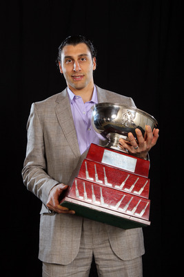 LAS VEGAS, NV - JUNE 22:  Roberto Luongo of the Vancouver Canucks poses after winning the William M. Jennings Trophy during the 2011 NHL Awards at The Pearl concert theater at the Palms Casino Resort June 22, 2011 in Las Vegas, Nevada.  (Photo by Jeff Gro