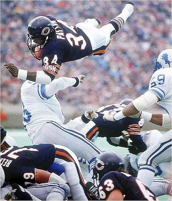 http://media.onsugar.com/files/ons1/342/3425287/41_2009/c9f55800c576aacd_walter_payton_diving.xxlarge.jpg
