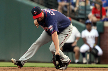 ARLINGTON, TX - JULY 28:  Michael Cuddyer #5 of the Minnesota Twins fields the play against Chris Davis #19 of the Texas Rangers at Rangers Ballpark in Arlington on July 28, 2011 in Arlington, Texas.  (Photo by Ronald Martinez/Getty Images)