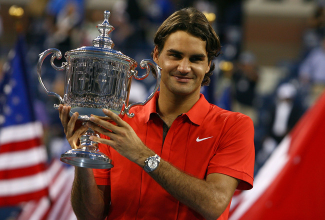 NEW YORK - SEPTEMBER 08:  Roger Federer of Switzerland holds up the trophy after defeating Andy Murray of the United Kingdom to win the 2008 U.S. Open Men's Championship Match in Arthur Ashe Stadium at the USTA Billie Jean King National Tennis Center on S