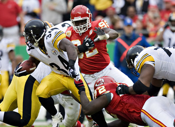 KANSAS CITY, MO - NOVEMBER 22: Running back Rashard Mendenhall #34 of the Pittsburgh Steelers is tackled by the shirt by defensive end Glenn Dorsey #72 of the Kansas City Chiefs at Arrowhead Stadium on November 22, 2009 Kansas City, Missouri.  The Chiefs
