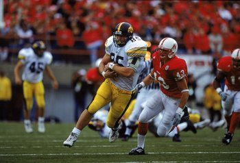 23 Sep 2000: Robert Gawery #85 of the  Iowa Hawkeyes tucks the ball as he runs up field during a game against the Nebraska Cornhuskers at the Memorial Stadium in Lincoln, Nebraska. The Cornhuskers defeated the Hawkeyes 42-13.Mandatory Credit: Brian Bahr