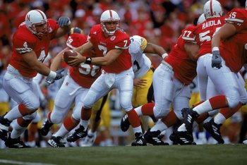 23 Sep 2000: Quarterback Eric Crouch #7 of the Nebraska Cornhuskers moves to hand off the ball during the game against the Iowa Hawkeyes at the Memorial Stadium in Lincoln, Nebraska. The Cornhuskers defeated the Hawkeyes 42-13.Mandatory Credit: Brian Bahr