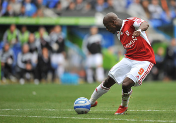 READING, ENGLAND - OCTOBER 03:  Leroy Lita of Middlesbrough scores their second goal during the Coca-Cola Championship match between Reading and Middlesbrough at the Madejski Stadium on October 3, 2009 in Reading, England.  (Photo by Christopher Lee/Getty