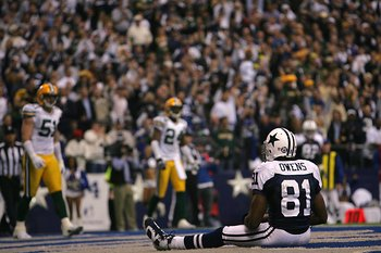IRVING - NOVEMBER 29:  Terrell Owens #81 of the Dallas Cowboys sits on the field during the NFL game against the Green Bay Packers at the Texas Stadium on November 29, 2007 in Irving, Texas. (Photo by Ronald Martinez/Getty Images)