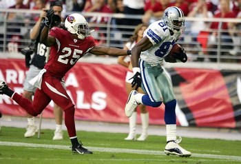 GLENDALE, AZ - NOVEMBER 12:  Terrell Owens #81 of the Dallas Cowboys runs for a touchdown in the second half as Eric Green #25 of the Arizona Cardinals tries to catch him on November 12, 2006 at University of Phoenix Stadium in Glendale, Arizona. The Cowb