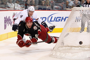 New Panthers D-man Ed Jovanovski makes a diving pass while playing for the Phoenix Coyotes last season.
