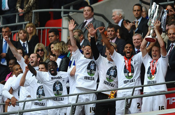LONDON, ENGLAND - MAY 30:  Garry Monk of Swansea lifts the trophy as they celebrate promotion to the Premier League during the npower Championship Playoff Final between Reading and Swansea City at Wembley Stadium on May 30, 2011 in London, England.  (Phot