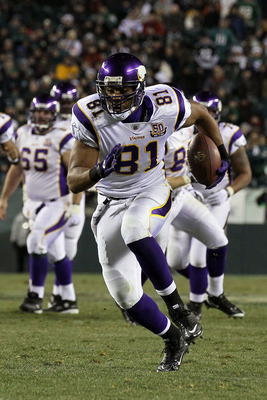 PHILADELPHIA, PA - DECEMBER 28:  Visanthe Shiancoe #81 of the Minnesota Vikings in action against the Philadelphia Eagles at Lincoln Financial Field on December 28, 2010 in Philadelphia, Pennsylvania.  (Photo by Jim McIsaac/Getty Images)