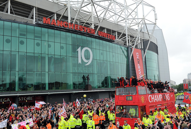 MANCHESTER, ENGLAND - MAY: The Manchester United open top bus travels past Old Trafford during the Manchester United Premier League Winners Parade at Old Trafford on May 30, 2011 in Manchester, United Kingdom.  (Photo by Chris Brunskill/Getty Images)