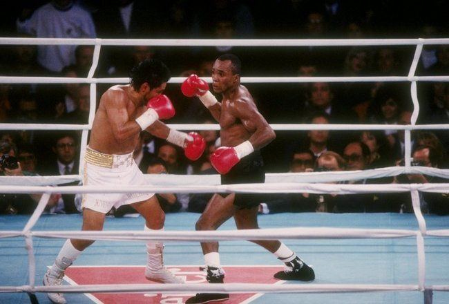 DEC 1989:  Sugar Ray Leonard (right) and Roberto Duran trade blows during a bout at the Mirage Hotel in Las Vegas, Nevada. Mandatory Credit: Holly Stein  /Allsport