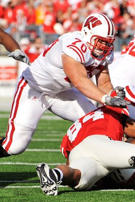 COLUMBUS, OH - OCTOBER 10:  Offensive lineman Kevin Zeitler #70 of the Wisconsin Badgers blocks against the Ohio State Buckeyes at Ohio Stadium on October 10, 2009 in Columbus, Ohio.  (Photo by Jamie Sabau/Getty Images)