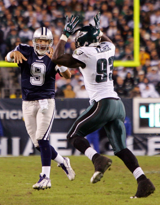 PHILADELPHIA - NOVEMBER 04:  Jevon Kearse #93 of the Philadelphia Eagles pressures Tony Romo #9 of the Dallas Cowboys on November 4, 2007 at Lincoln Financial Field in Philadelphia, Pennsylvania.  (Photo by Jim McIsaac/Getty Images)