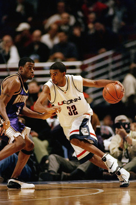 CHICAGO - DECEMBER 1:  Guard Richard Hamilton #32 of the University of Connecticut Huskies drives against guard Deon Luton #5 of the Washington Huskies during the Great Eight Classic on December 1, 1998 at the United Center in Chicago, Illinois. UConn def