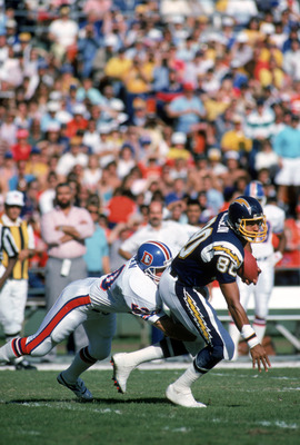 SAN DIEGO - NOVEMBER 29:  Tight end Kellen Winslow #80 of the San Diego Chargers tries to break a tackle during a game against the Denver Broncos at Jack Murphy Stadium on November 29, 1987 in San Diego, California.  The Broncos won 31-17.  (Photo by Geor