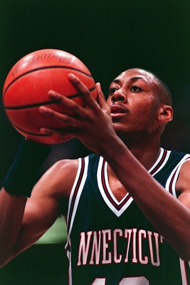 1 FEB 1994:  DONYELL MARSHALL OF UCONN AT THE FREE-THROW LINE AGAINST SYRACUSE. Mandatory Credit: Jed Jacobsohn/ALLSPORT