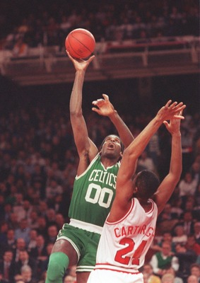 27 Feb 1991:  Center Robert Parish of the Boston Celtics shoots a hook shot during the Celtics versus Chicago Bulls game at Bulls Stadium in Chicago, Illinois.     Mandatory Credit: Jonathan Daniel/ALLSPORT
