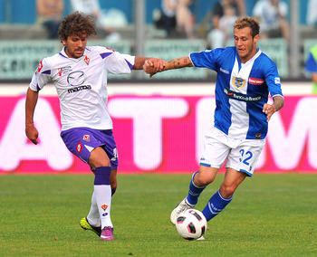 BRESCIA, ITALY - MAY 22:  Alessio Cerci of Fiorentina (L) competes with Alessandro Diamanti of Brescia during the Serie A match between Brescia Calcio and ACF Fiorentina at Mario Rigamonti Stadium on May 22, 2011 in Brescia, Italy.  (Photo by Massimo Paol