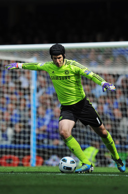 LONDON, ENGLAND - MAY 15:  Petr Cech the Chelsea goalkeeper in action during the Barclays Premier League match between Chelsea and Newcastle United at Stamford Bridge on May 15, 2011 in London, England.  (Photo by Michael Regan/Getty Images)