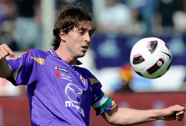 FLORENCE, ITALY - APRIL 17:  Riccardo Montolivo of ACF Fiorentina in action during the Serie A match between ACF Fiorentina and Juventus FC at Stadio Artemio Franchi on April 17, 2011 in Florence, Italy.  (Photo by Claudio Villa/Getty Images)