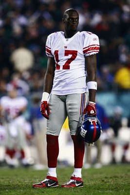 PHILADELPHIA - NOVEMBER 09:  Plaxico Burress #17 of the New York Giants looks on against the Philadelphia Eagles at Lincoln Financial Field on November 9, 2008 in Philadelphia, Pennsylvania.  (Photo by Chris McGrath/Getty Images)