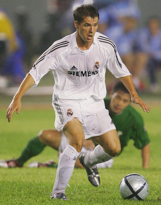 BEIJING, CHINA - JULY 23:  Michael Owen of Real Madrid plays the ball during an exhibition match against of Beijing Hundai on July 23, 2005, China. Real Madrid won the match by 3-2. (Photo by Guang Niu/Getty Images)