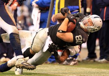 OAKLAND, CA - DECEMBER 19:  Zach Miller #80 of the Oakland Raiders in action during their game against the Denver Broncos at Oakland-Alameda County Coliseum on December 19, 2010 in Oakland, California.  (Photo by Ezra Shaw/Getty Images)