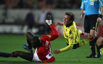 PARIS - NOVEMBER 04: Mario Gotze (r) of Borussia is fouled by Mamadou Sakho during the UEFA Europa League Group J match between Paris Saint Germain and Borussia Dortmund at the Parc des Princes on November 4, 2010 in Paris, France.  (Photo by Michael Stee