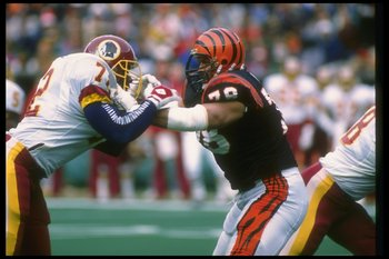 17 Dec 1988:  Offensive lineman Anthony Munoz of the Cincinnati Bengals (right) works against Washington Redskins defensive lineman Dexter Manley during a game at Riverfront Stadium in Cincinnati, Ohio.  The Bengals won the game, 20-17. Mandatory Credit: