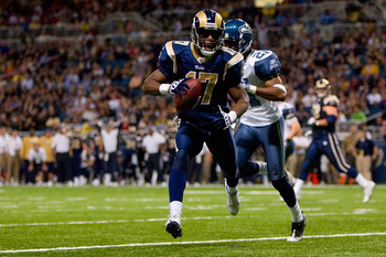ST. LOUIS - NOVEMBER 29:  Donnie Avery #17 of the St. Louis Rams scores a touchdown against the Seattle Seahawks at the Edward Jones Dome on November 29, 2009 in St. Louis, Missouri.  (Photo by Dilip Vishwanat/Getty Images)