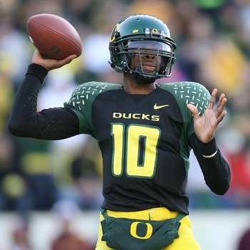EUGENE, OR - NOVEMBER 03:  Quarterback Dennis Dixon #10 of the Oregon Ducks passes against the Arizona State Sun Devils at Autzen Stadium on November 3, 2007 in Eugene, Oregon. The Ducks defeated the Sun Devils 35-23.  (Photo by Otto Greule Jr/Getty Image