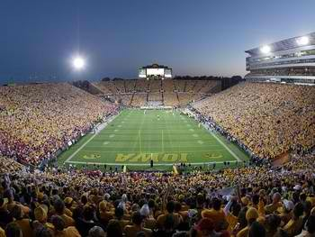 University-of-iowa-stadiums-kinnick-stadium-a-night-game-iowa-s-kstd-00025lg_display_image