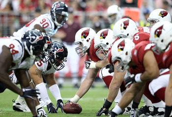 GLENDALE, AZ - AUGUST 14:  Center Lyle Sendlein #63 of the Arizona Cardinals prepares to snap the ball during preseason NFL game against the Houston Texans at the University of Phoenix Stadium on August 14, 2010 in Glendale, Arizona.  (Photo by Christian