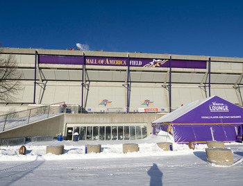 MINNEAPOLIS, MN - DECEMBER 12:  Workers shovel snow off of the Hubert H. Humphrey Metrodome, Mall of America Stadium where the inflatable roof collapsed under the weight of snow during a storm Sunday morning December 12, 2010 in Minneapolis, Minnesota. A