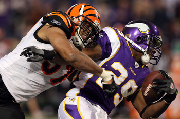 MINNEAPOLIS, MN - DECEMBER 13:  Chester Taylor #29 of the Minnesota Vikings runs the ball against Dhani Jones #57 of the Cincinnati Bengals on December 13, 2009 at Hubert H. Humphrey Metrodome in Minneapolis, Minnesota. The Vikings defeated the Bengals 30
