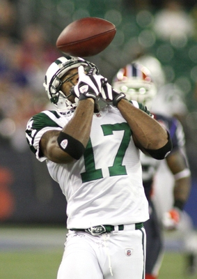 TORONTO - DECEMBER 3: Braylon Edwards #17 of the New York Jets drops a pass in the second quarter against the Buffalo Bills at Rogers Centre on December 3, 2009 in Toronto, Canada.  (Photo by Rick Stewart/Getty Images)