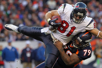 The Broncos' Marcus Thomas is coming back for 2011 after signing a 1-year deal.