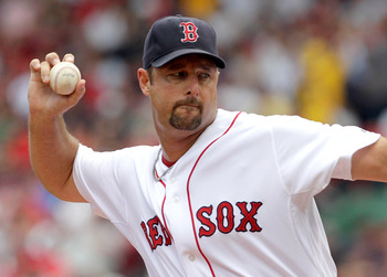 BOSTON, MA  - JULY 24:  Tim Wakefield #49 of the Boston Red Sox throws a knuckleball against the Seattle Mariners at Fenway Park on July 24, 2011 in Boston, Massachusetts.  (Photo by Jim Rogash/Getty Images)