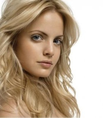 Lens9854941_1268803124mena_suvari3_display_image