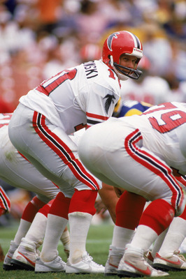 SEPTEMBER 1985:  Quarterback Steve Bartkowski #10 of the Atlanta Falcons calls the signals before the snap during a 1985 season NFL game against the Los Angeles Rams.  (Photo by Mike Powell/Getty Images)