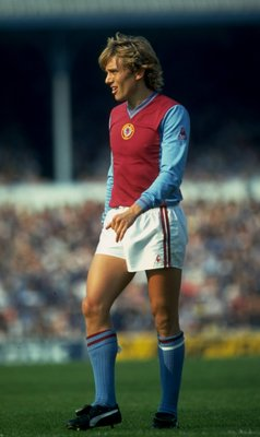 Sep 1981:  Tony Morley of Aston Villa keeps his eye on the ball during a match.    \ Mandatory Credit: Allsport UK /Allsport