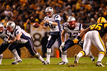 PITTSBURGH, PA - NOVEMBER 14:  Tom Brady #12 of the New England Patriots is snapped the ball during the game against the Pittsburgh Steelers on November 14, 2010 at Heinz Field in Pittsburgh, Pennsylvania.  (Photo by Jared Wickerham/Getty Images)