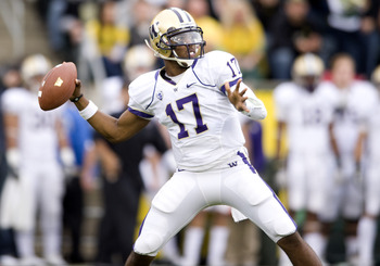 EUGENE, OR - NOVEMBER 6: Keith Price #17 of the Washington Huskies passes against the Oregon Ducks at Autzen Stadium on November 6, 2010 in Eugene, Oregon. (Photo by Steve Dykes/Getty Images)