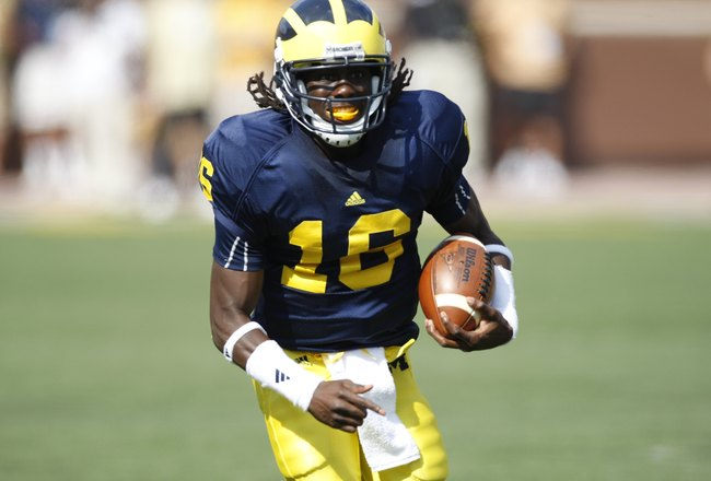 ANN ARBOR, MI - SEPTEMBER 5:  Denard Robinson #16 of the Michigan Wolverines carries the ball during the game against the Western Michigan Broncos on September 5, 2009 at Michigan Stadium in Ann Arbor, Michigan. (Photo by Gregory Shamus/Getty Images)