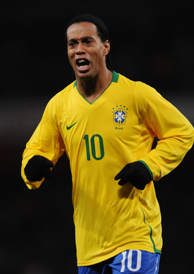 LONDON - FEBRUARY 10:  Ronaldinho of Brazil smiles during the International Friendly match between Brazil and Italy at the Emirates Stadium on February 10, 2009 in London, England.  (Photo by Shaun Botterill/Getty Images)