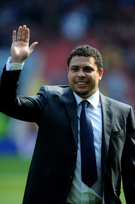 LONDON, ENGLAND - MARCH 27:  Former Brazilian international, Ronaldo is introduced to the fans during the International friendly match between Brazil and Scotland at Emirates Stadium on March 27, 2011 in London, England.  (Photo by Mike Hewitt/Getty Image